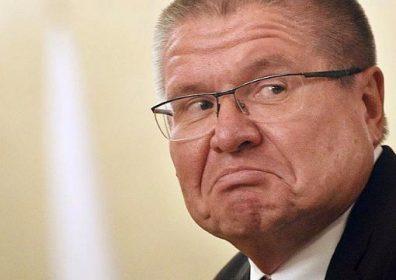 Суд запретил Улюкаеву прогулки и общение с прессой
